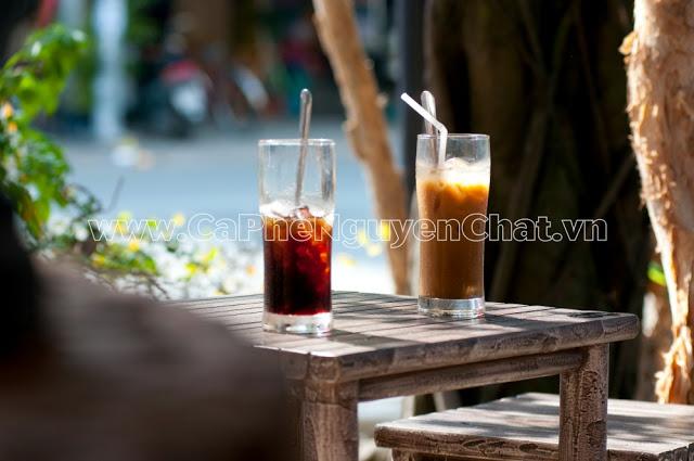 Màu sắc trên ly Cà phê nguyên chất trong trẻo, không đặc quánh, đen đục