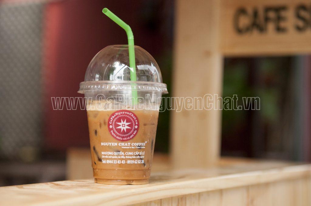 Kinh doanh cafe - Phục vụ ly cafe mang đi