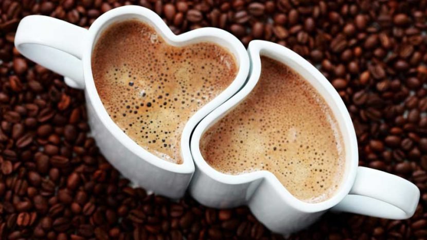 Cafe nên được uống nóng trong tách gốm sứ