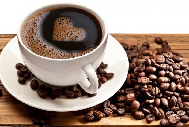 Thị trường cà phê hiện nay tràn lan bởi các loại cà phê kém chất lượng khiến bạn lo lắng .Vậy làm cách nào để phân biệt được cà phê giả và cà phê nguyên chất? Làm sao để biết ly cà phê đang uống là cà phê thực? Bài viết sau sẽ giúp bạn phân biệt 2 loại cà phê trên .
