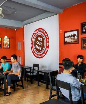 khach-hang-tai-quan-Nguyen-Chat-Coffee